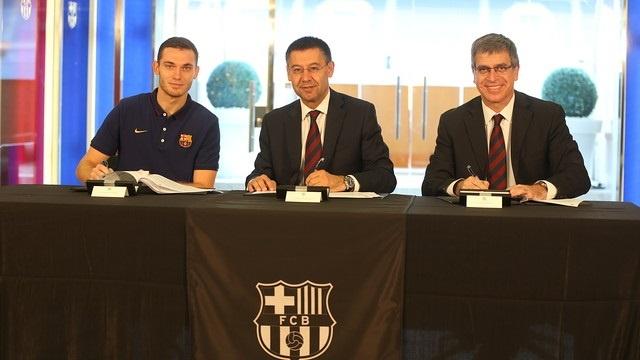 Vermaelen firma con el FC Barcelona hasta 2019