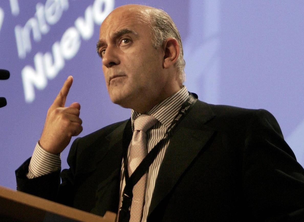 Zarzalejos afirma que el periodista no es un «showman» aunque la TV traslade esa imagen