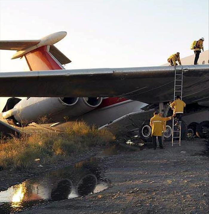Un avión con 40 pasajeros se estrella en Teherán
