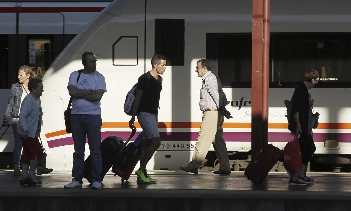 El uso del tren de larga distancia sube un 7,5 por ciento en junio y el avión, un 4