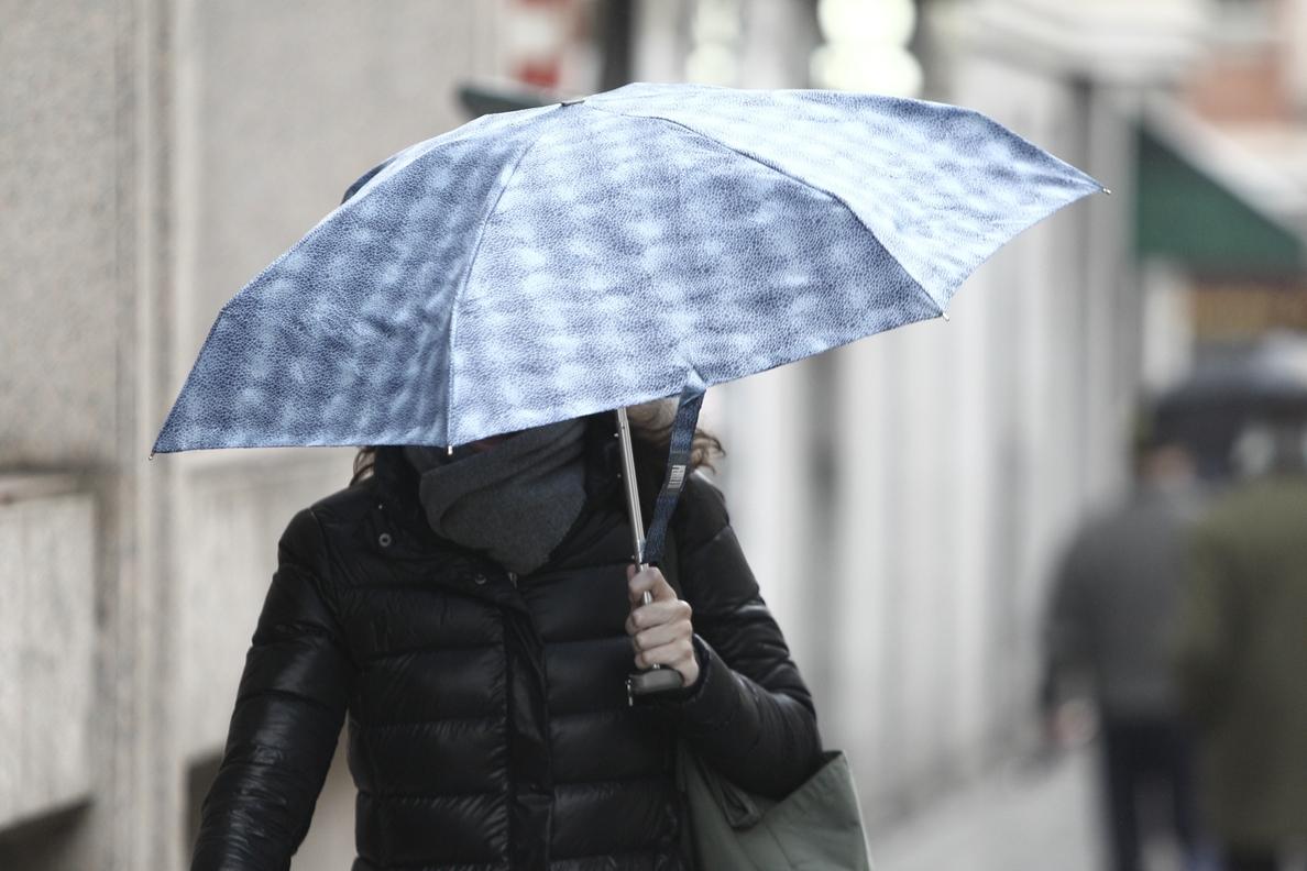 Las lluvias siguen este lunes en el tercio nordeste, donde las temperaturas bajarán notablemente