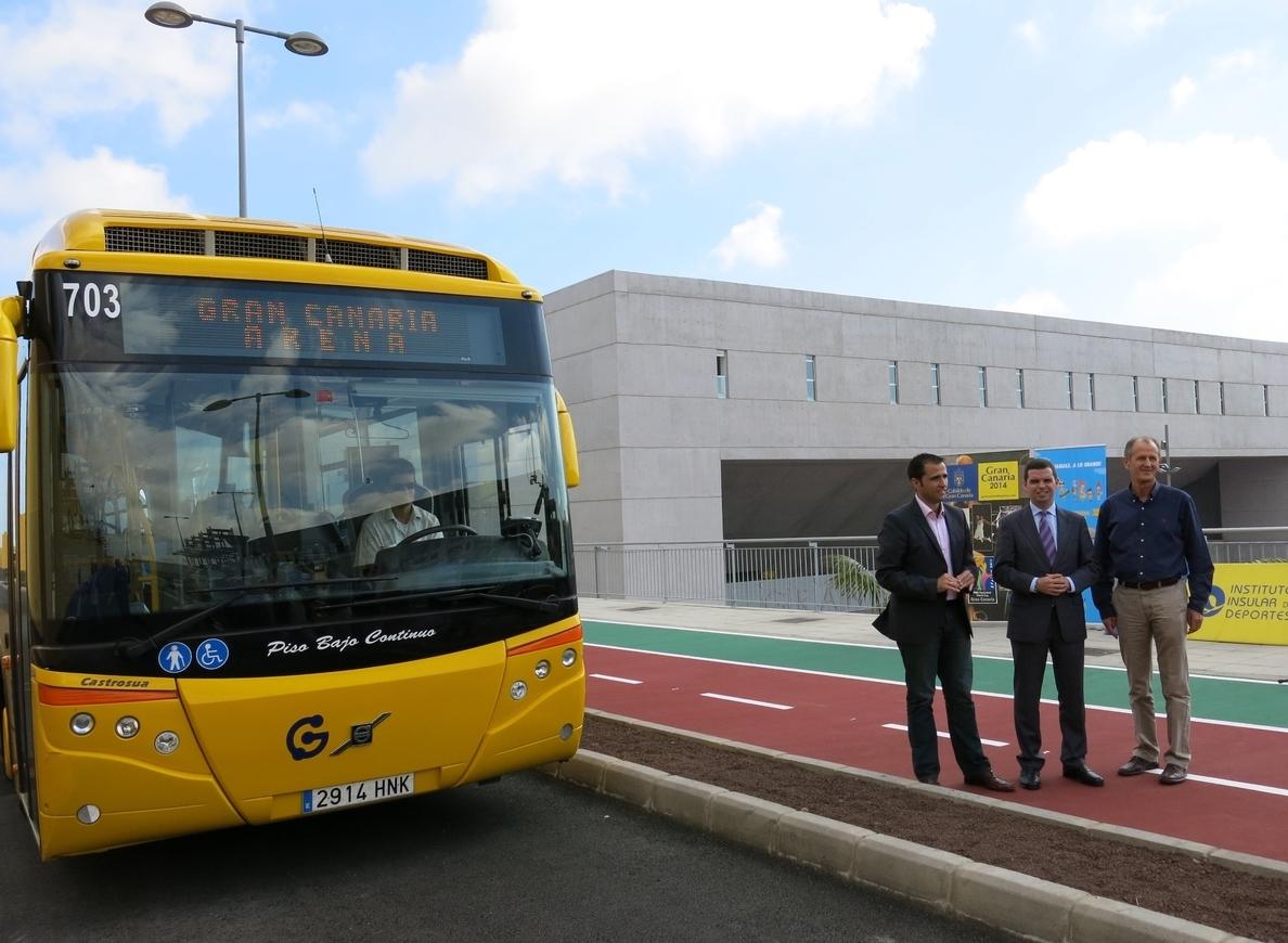 Los usuarios de la guagua crecen un 5,6% hasta los 4,4 millones de viajeros en Canarias