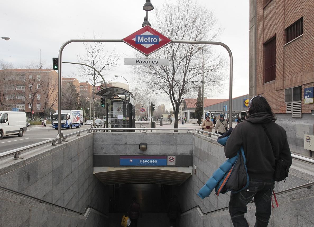 Los viajeros de Metro caen un 2,2% en junio mientras que la caída en los usuarios de la EMT es del 2,4%