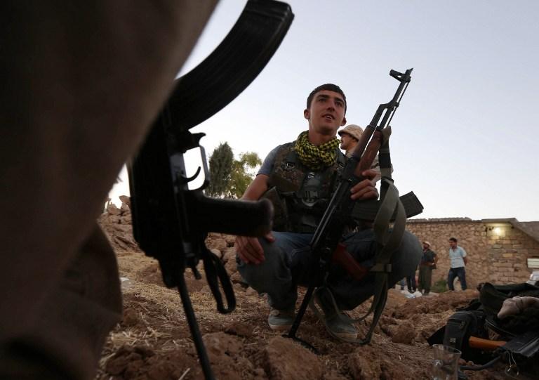 Francia envía armas a los kurdos y Reino Unido equipos militares