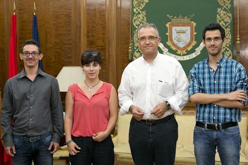 Enrique Maya recibe en la Casa Consistorial al alcalde de Sabbioneta (Italia)