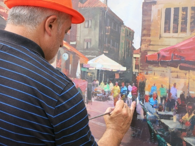El asturiano Diego Fernández, ganador del Concurso de Pintura Rápida con un retrato de la Plaza Roja