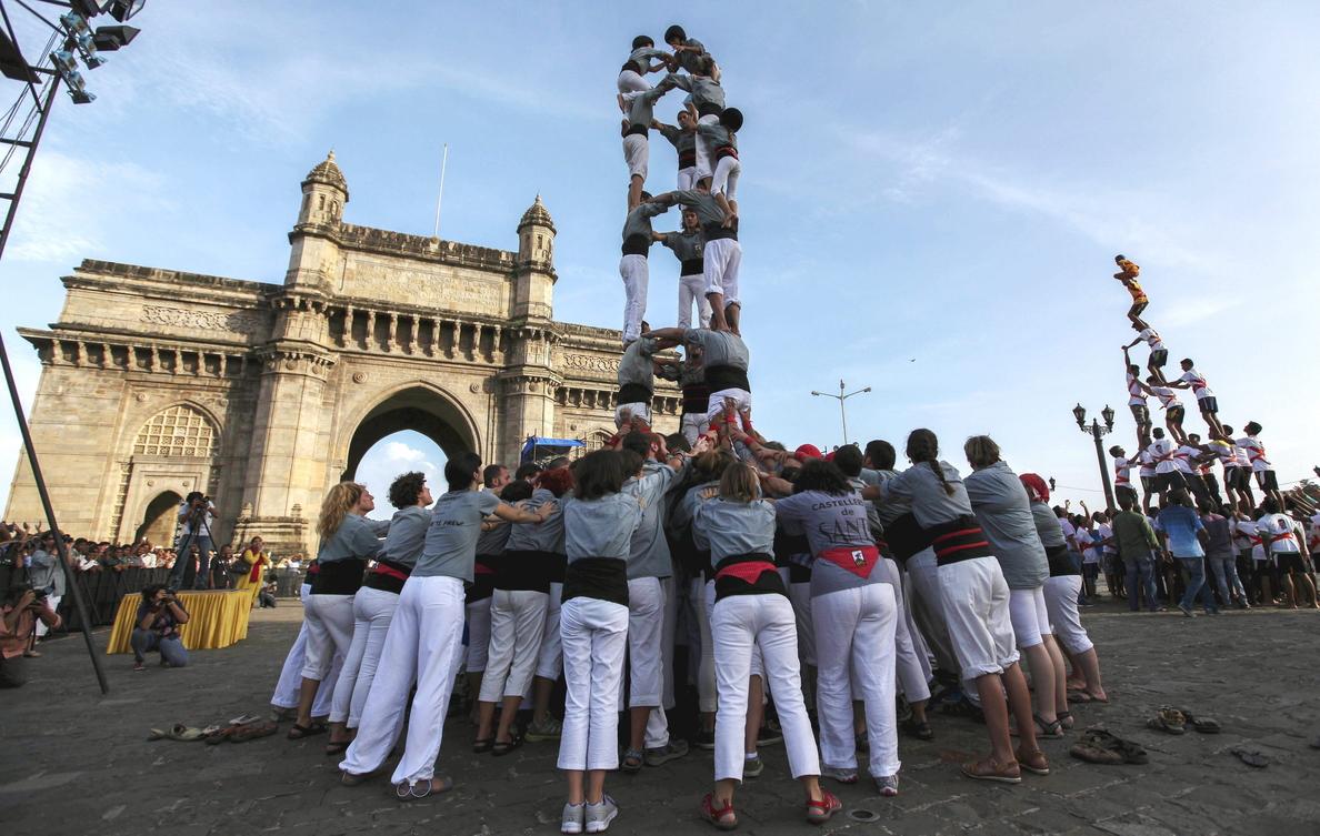 La India celebra sus «castellers» con la prohibición de menores de 12 años