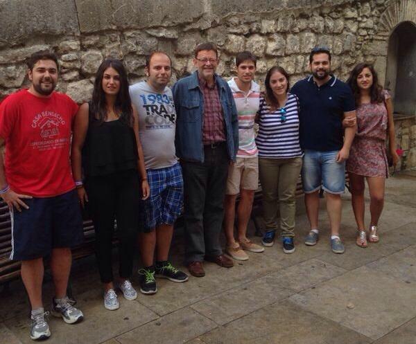 Puig (PSPV)se compromete con jóvenes militantes a «priorizar» las políticas de juventud relacionadas con el empleo