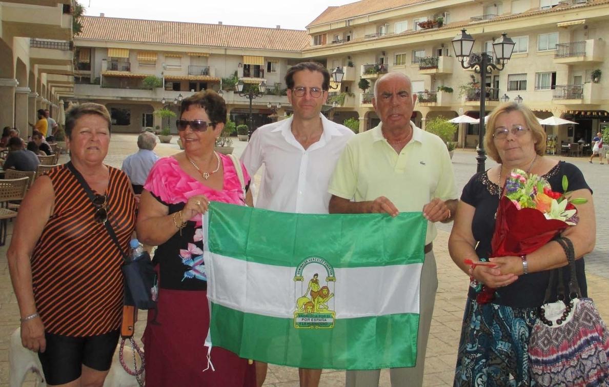 Rinden homenaje en Torremolinos a García Lorca con una ofrenda floral y un recital poético