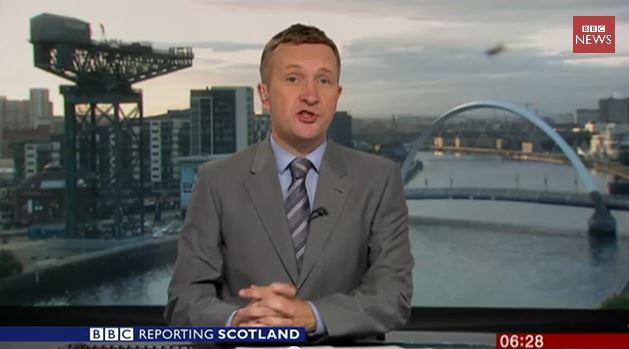 Una araña se cuela, en pleno directo, en el informativo de la BBC