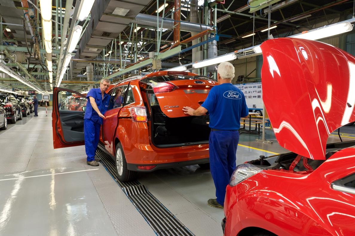 El superávit comercial de la industria del automóvil cae un 48,9% en el primer semestre