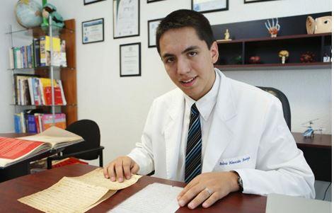 Andrew Almazán: El psicólogo y médico cirujano más joven de la historia de México