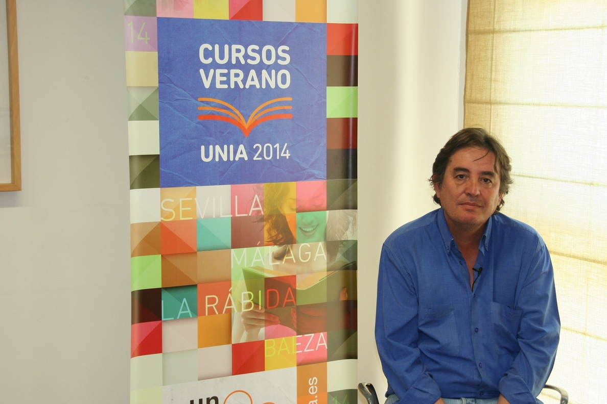 García Montero cree que la transformación histórica y social no es posible «sin la de la vida cotidiana»