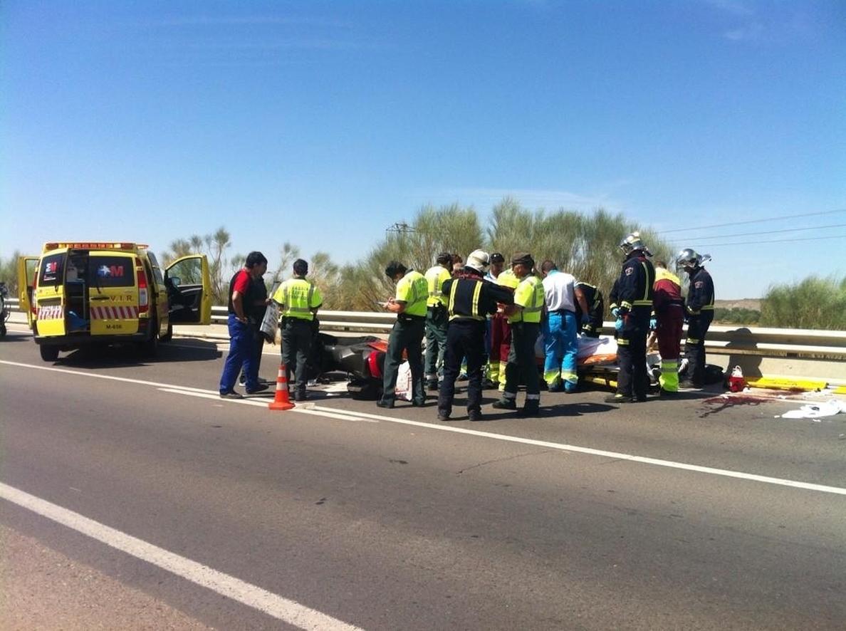 Herido un motorista y su acompañante tras salirse de la vía en la M-506
