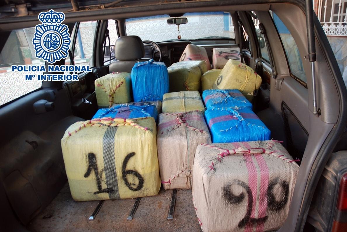 Intervenidas 1,7 toneladas de hachís en una parcela de La Línea de la Concepción