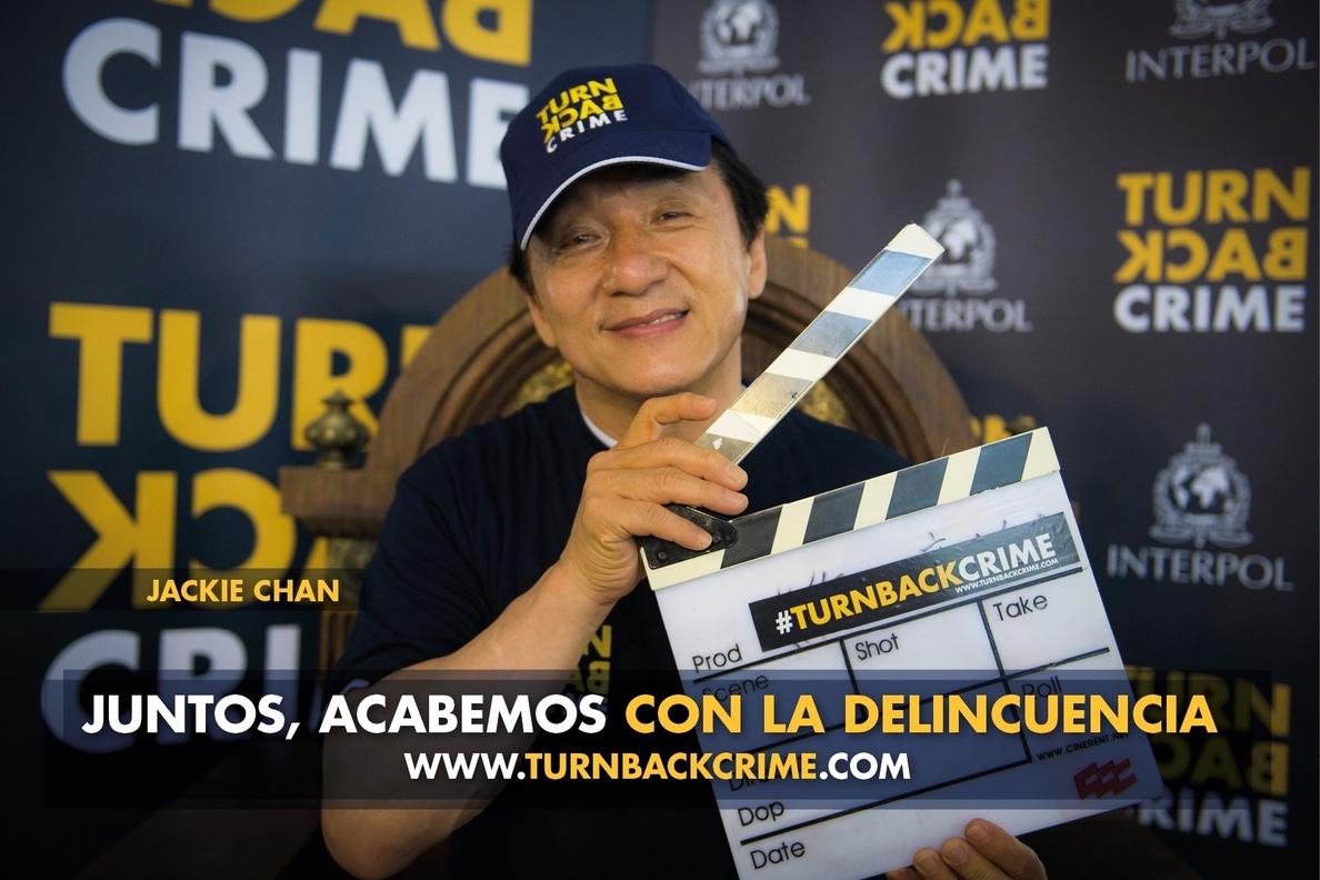 Jackie Chan, cuyo hijo ha sido detenido por drogas, participó en campaña de INTERPOL contra tráfico de estupefacientes