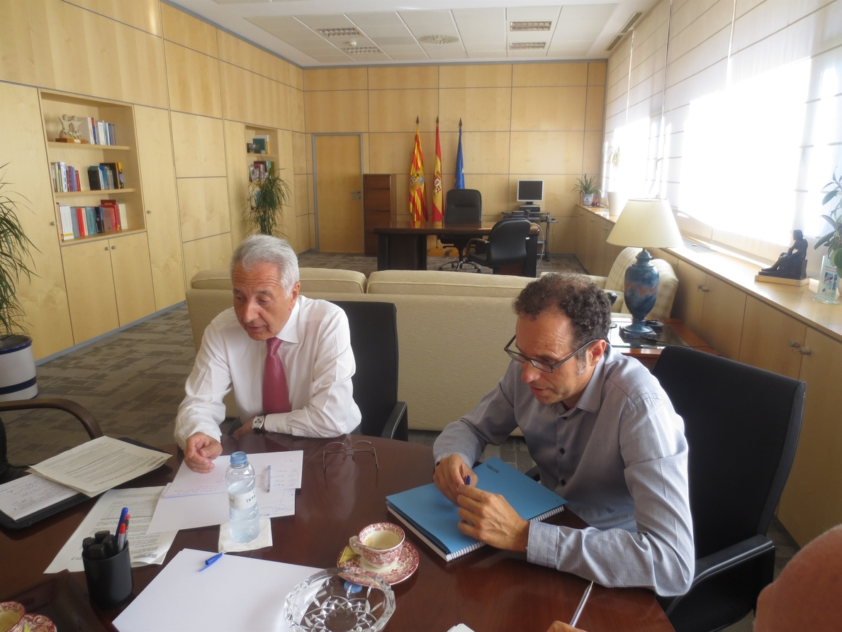 Lobón expone al comisario Ciolos las propuestas aragonesas sobre la fruta tras el veto ruso