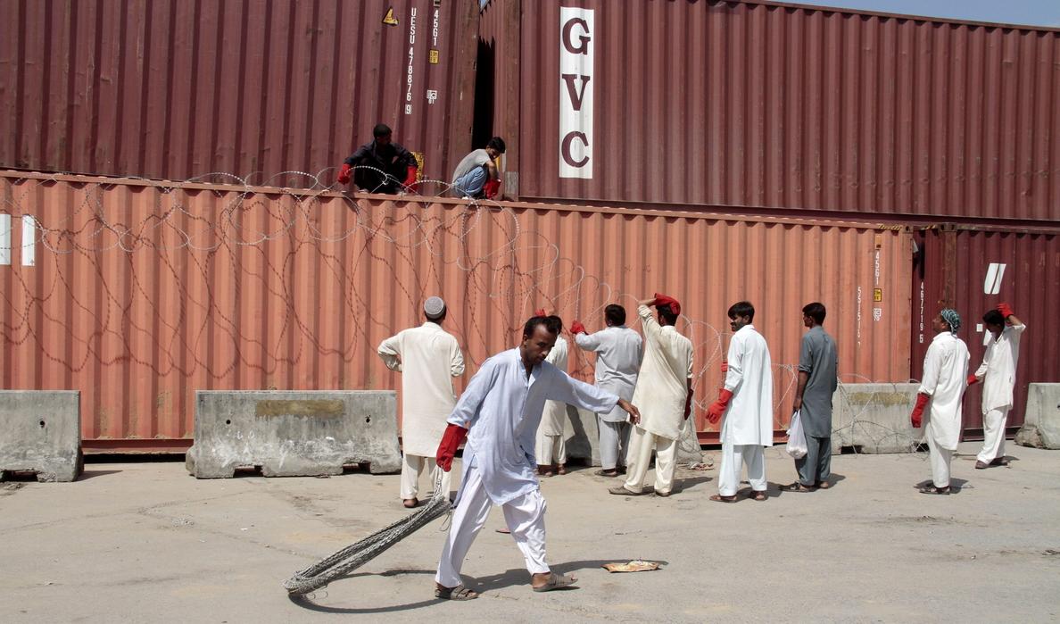 Miles de opositores marchan hacia el Parlamento de Pakistán