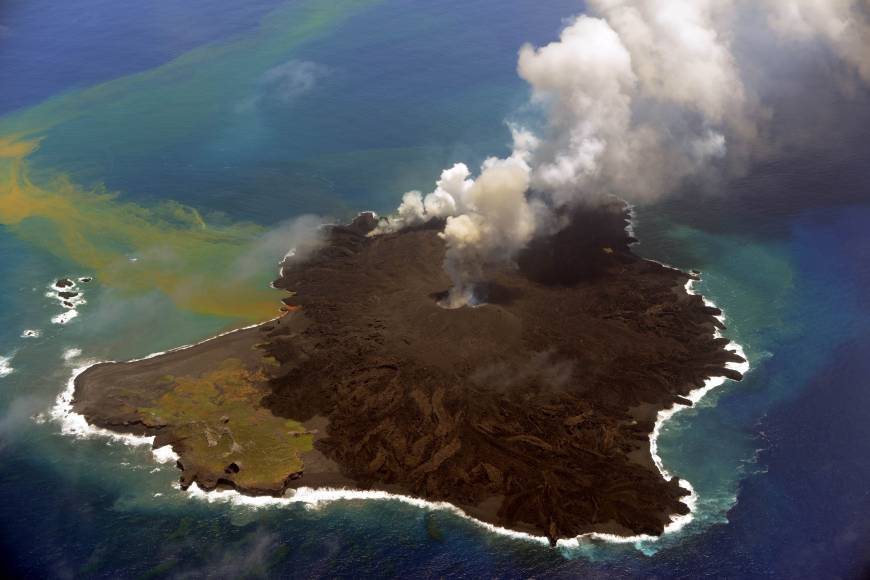 Una isla volcánica nacida el año pasado en Japón podría hundirse y crear un tsunami