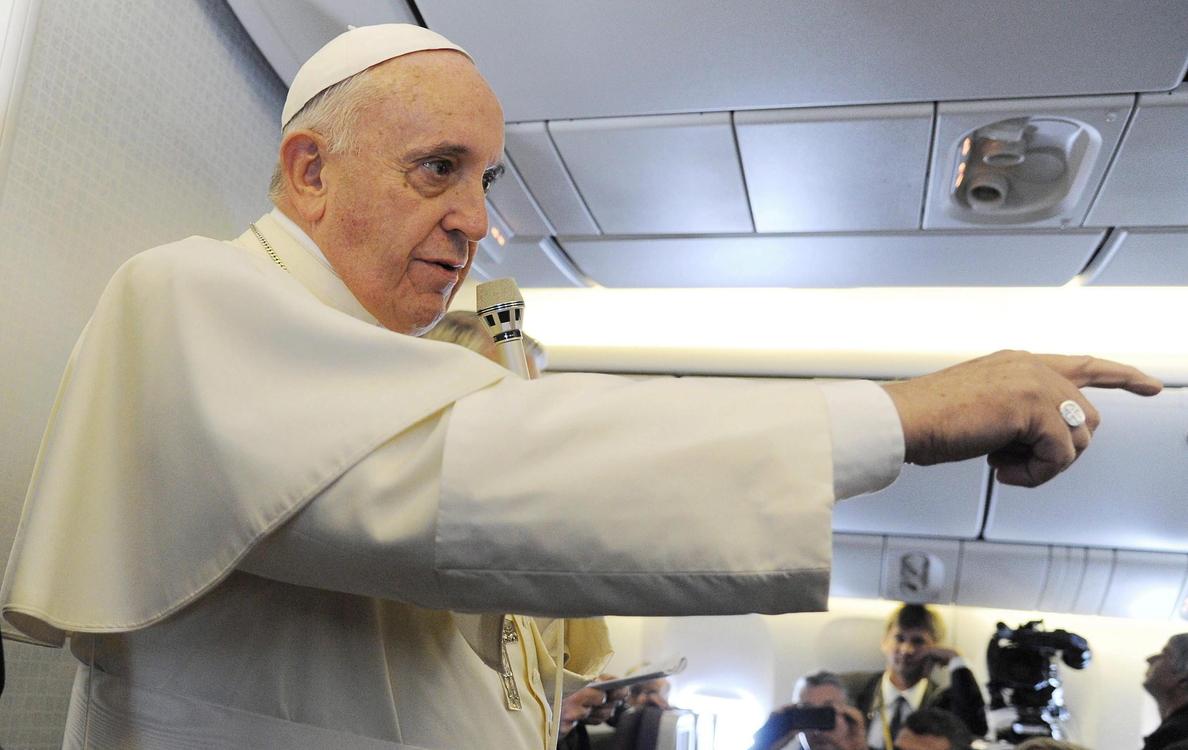 Retan al Papa a tirarse un cubo de agua helada por el ELA
