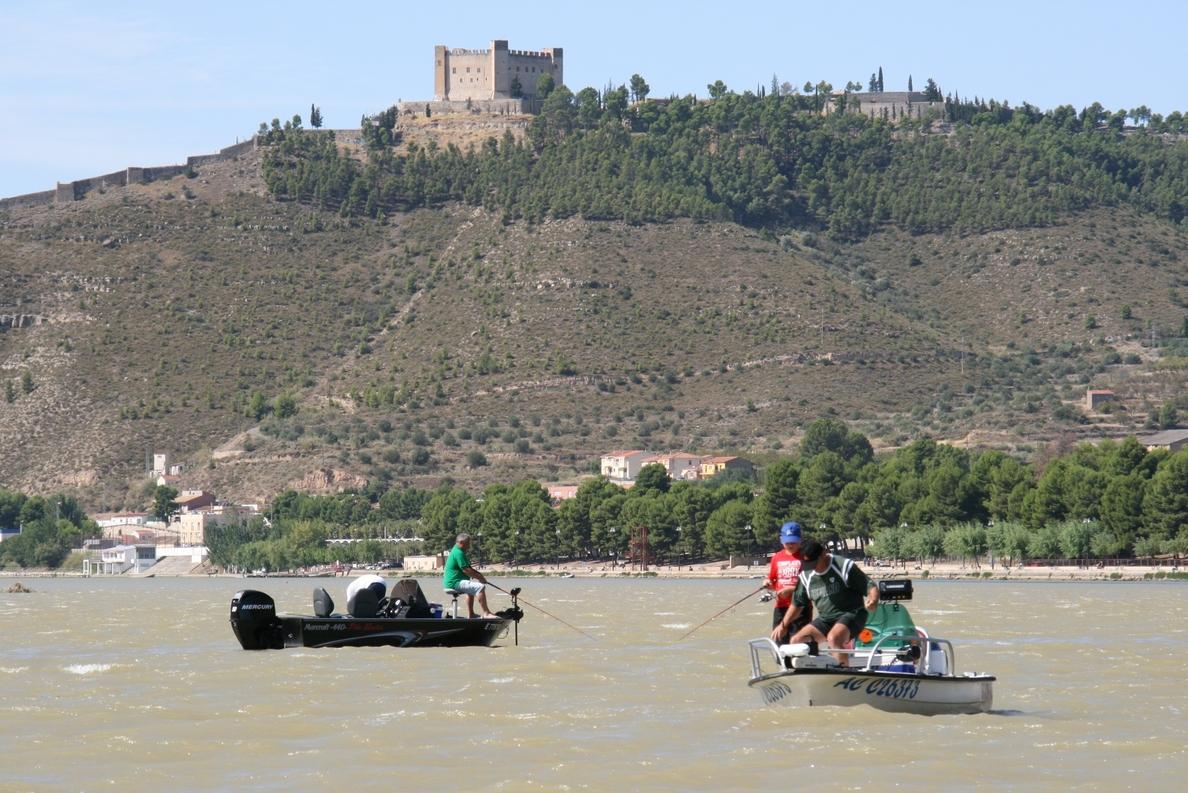 Sector de la pesca deportiva de Mequinenza pide «sensibilidad» a la hora de informar sobre capturas furtivas
