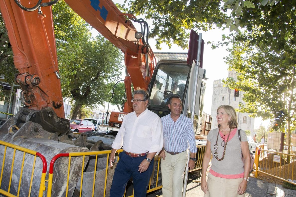 Zoido defiende que la calle Almirante Lobo quedará «más ordenada y cómoda» tras sus obras de reurbanización