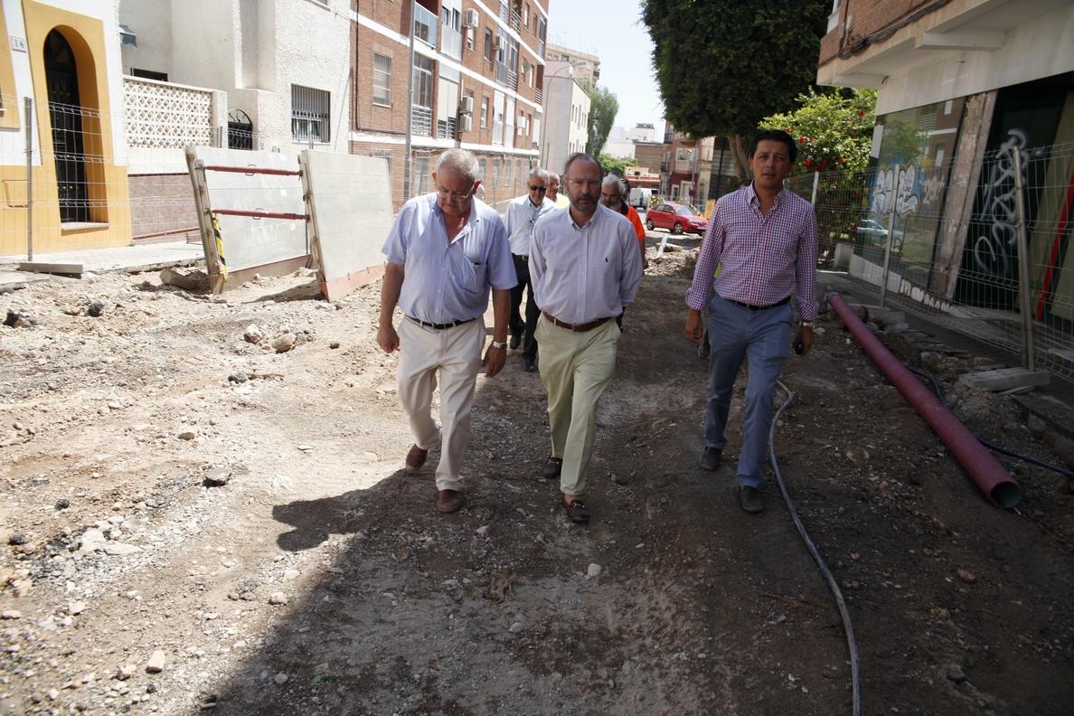 El alcalde destaca la inversión de casi 500.000 euros que el Ayuntamiento realiza en la calle Genoveses