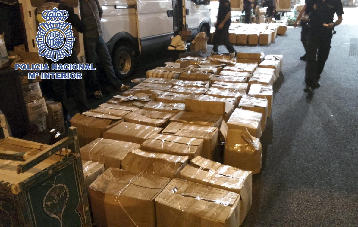Dos detenidos con 1,7 toneladas de hachís en una parcela de La Línea (Cádiz)