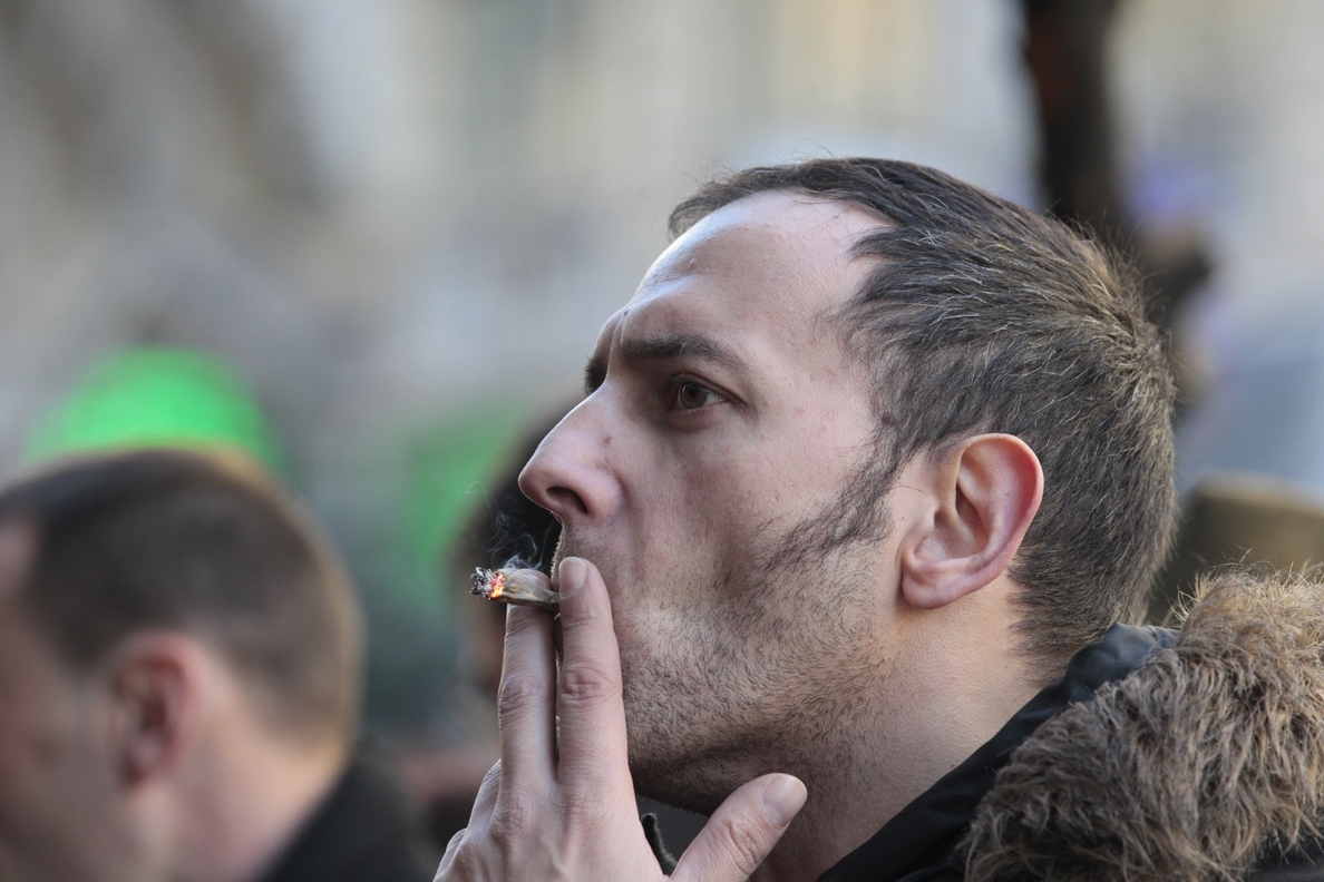 Los fumadores de tabaco de liar tienen mayor concentración de monóxido de carbono porque se quema más papel