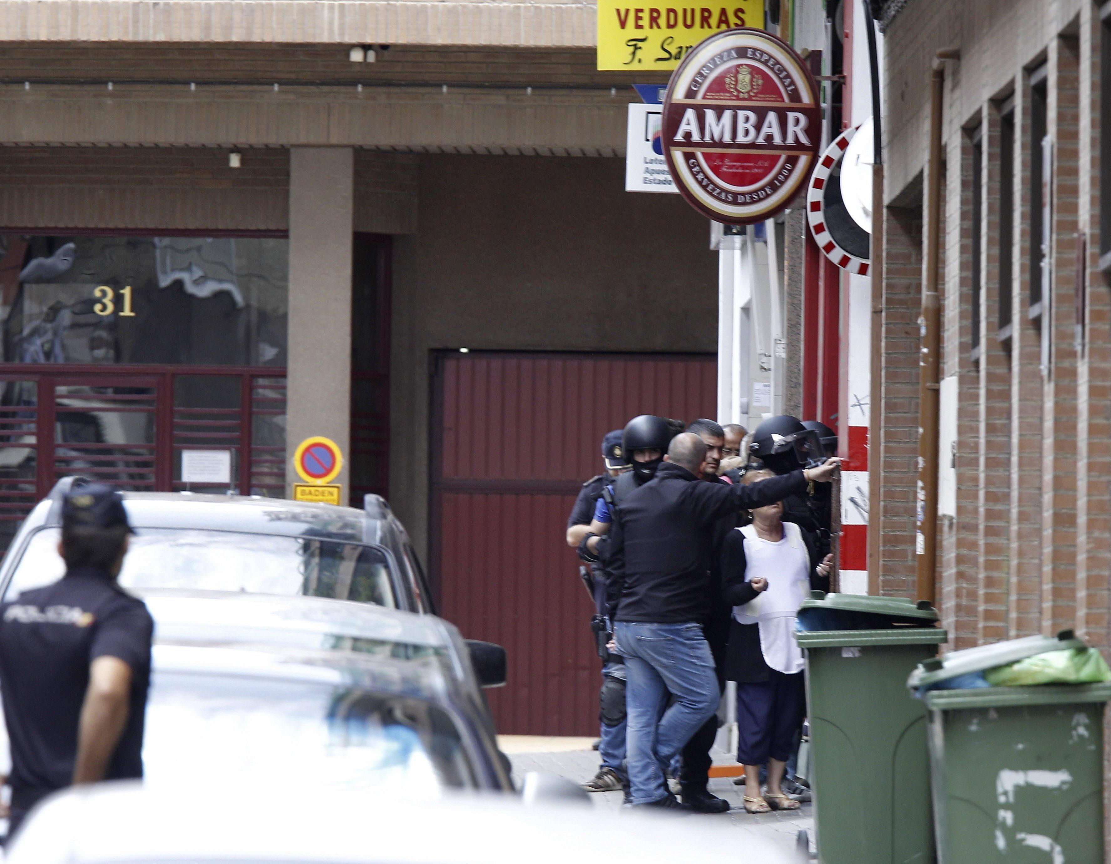 Un hombre armado se atrinchera en un bar de Zaragoza sin rehenes