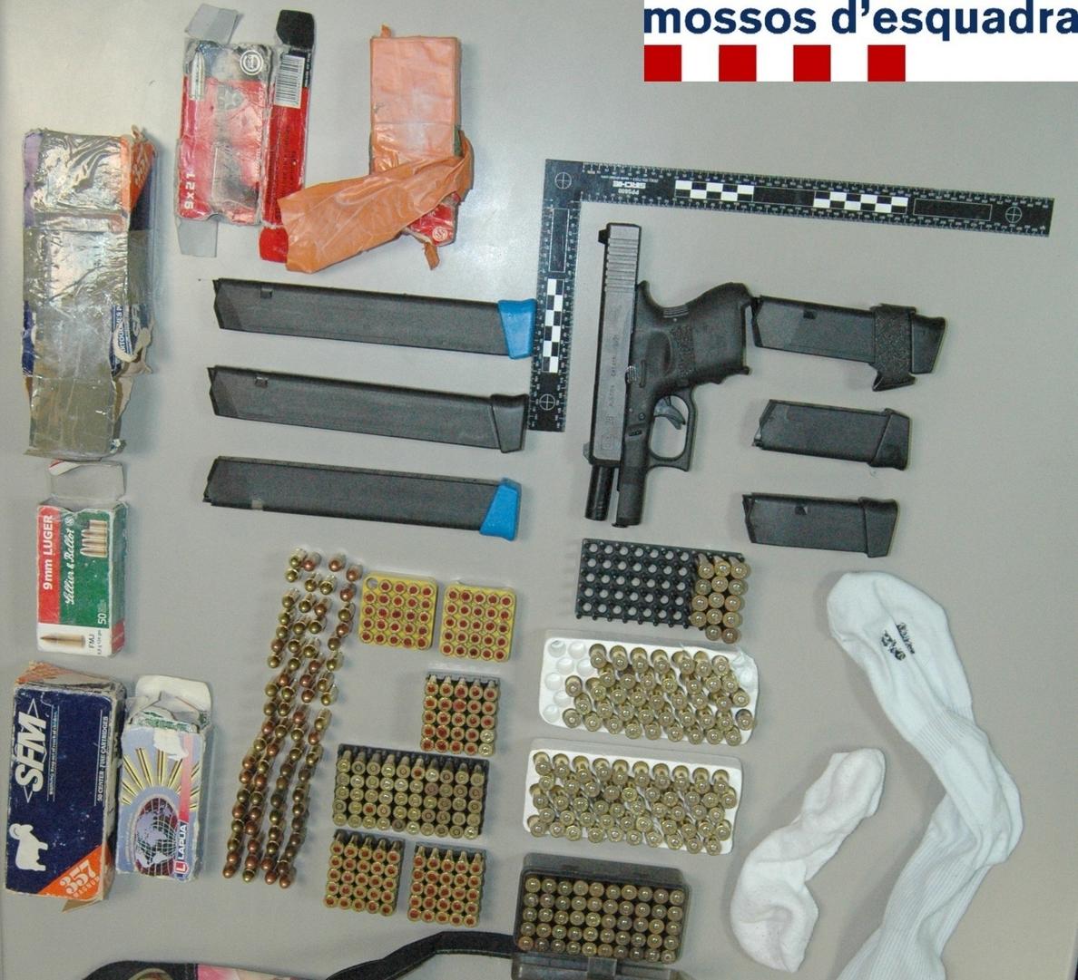Detenido un hombre en Figueres con una pistola semiautomática y munición