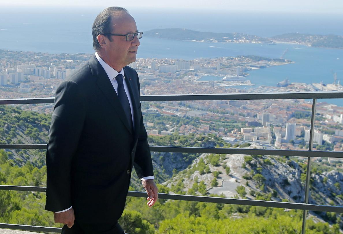 Hollande propone una cumbre internacional para frenar al Estado Islámico