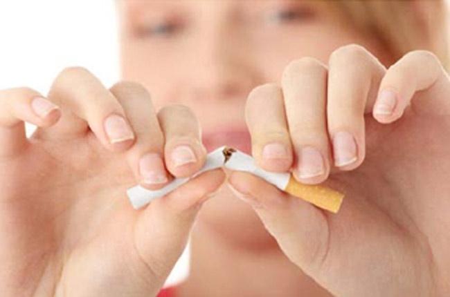 Una intervención continuada tras el alta hospitalaria ayuda a los pacientes fumadores a dejar el hábito