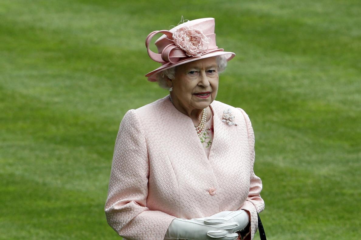 La reina  Isabel II está »asustada» por la posibilidad de que Escocia se independice