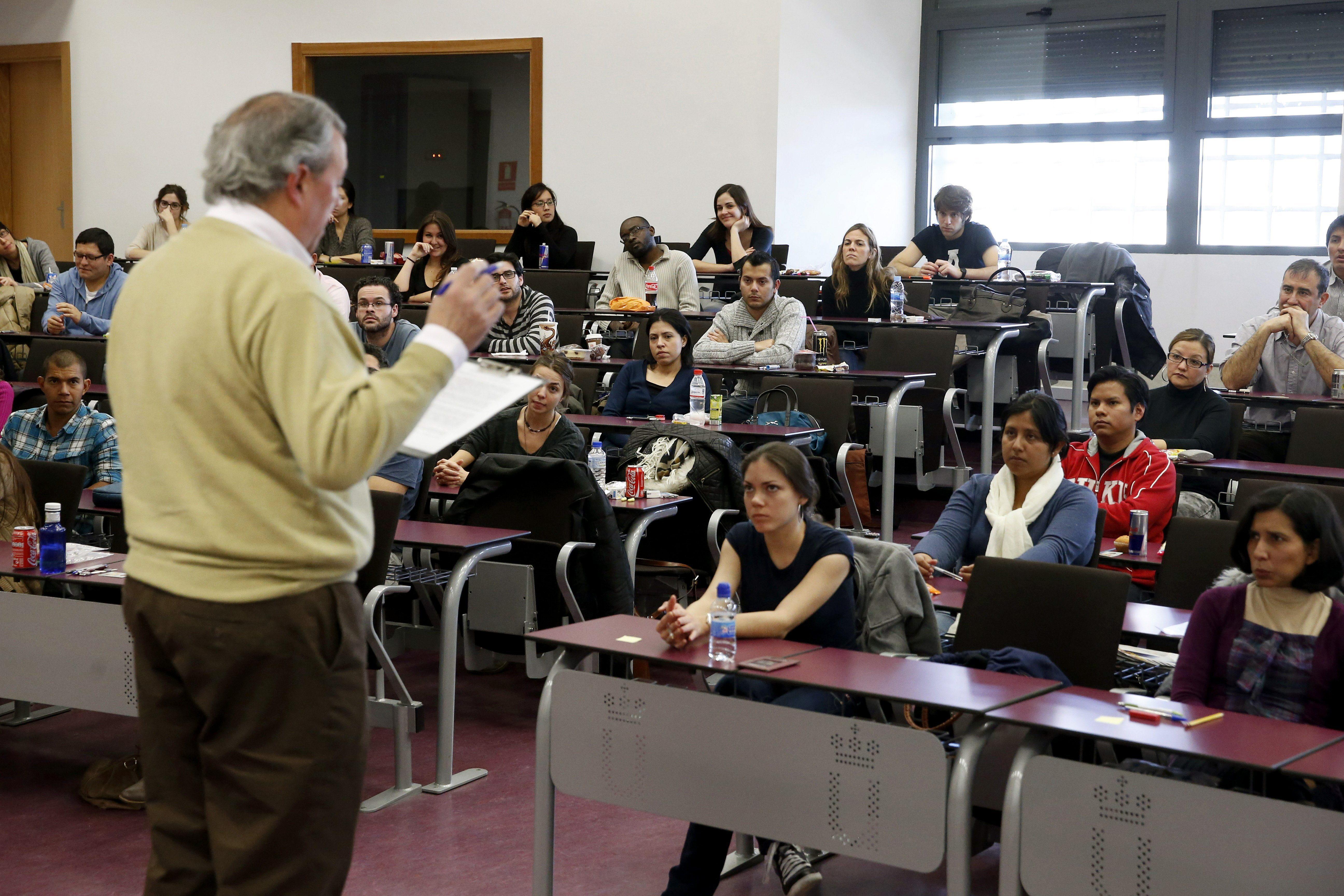 Wert quiere que un tercio de los grados y la mitad de los posgrados sean bilingües