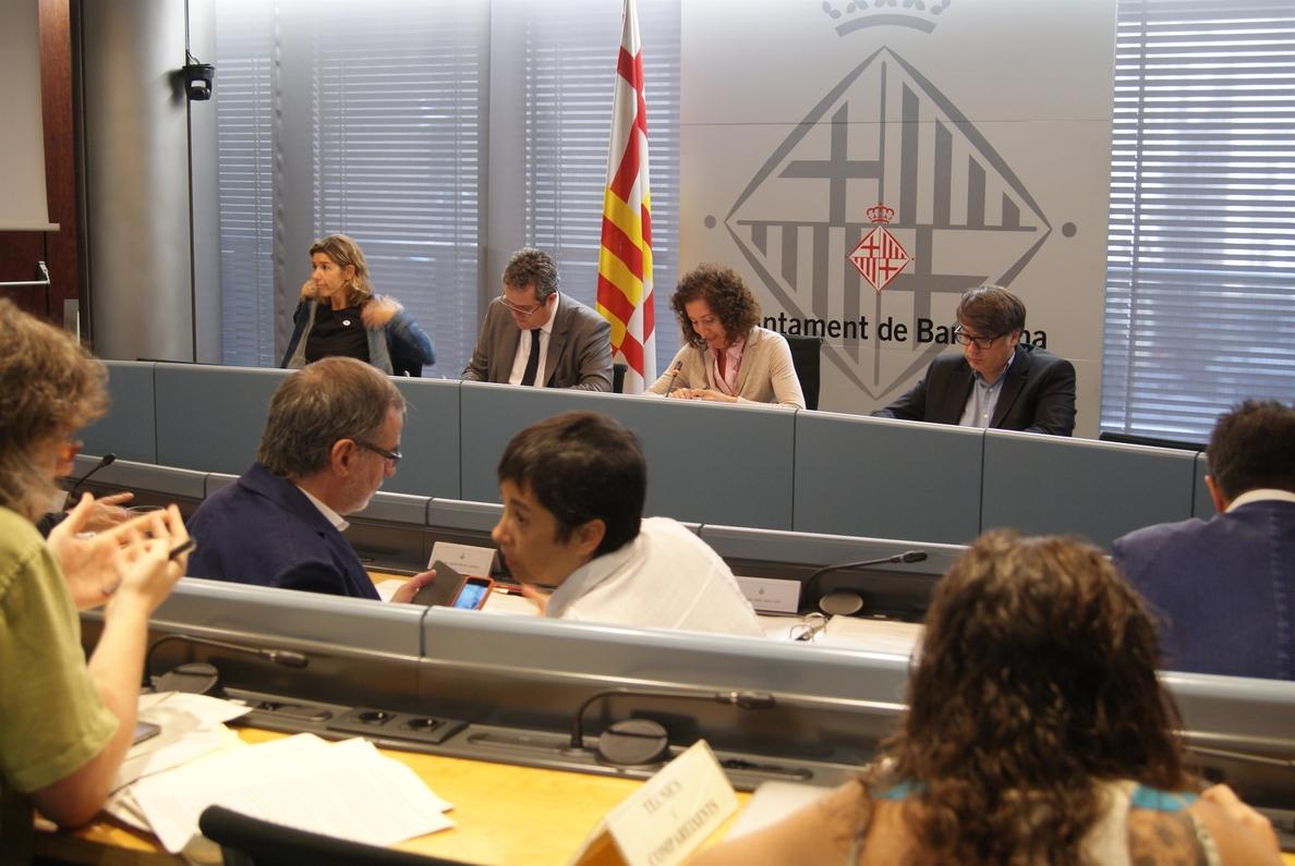 Barcelona instará a la AMB a que el 5% de los taxis estén adaptados a personas con movilidad reducida