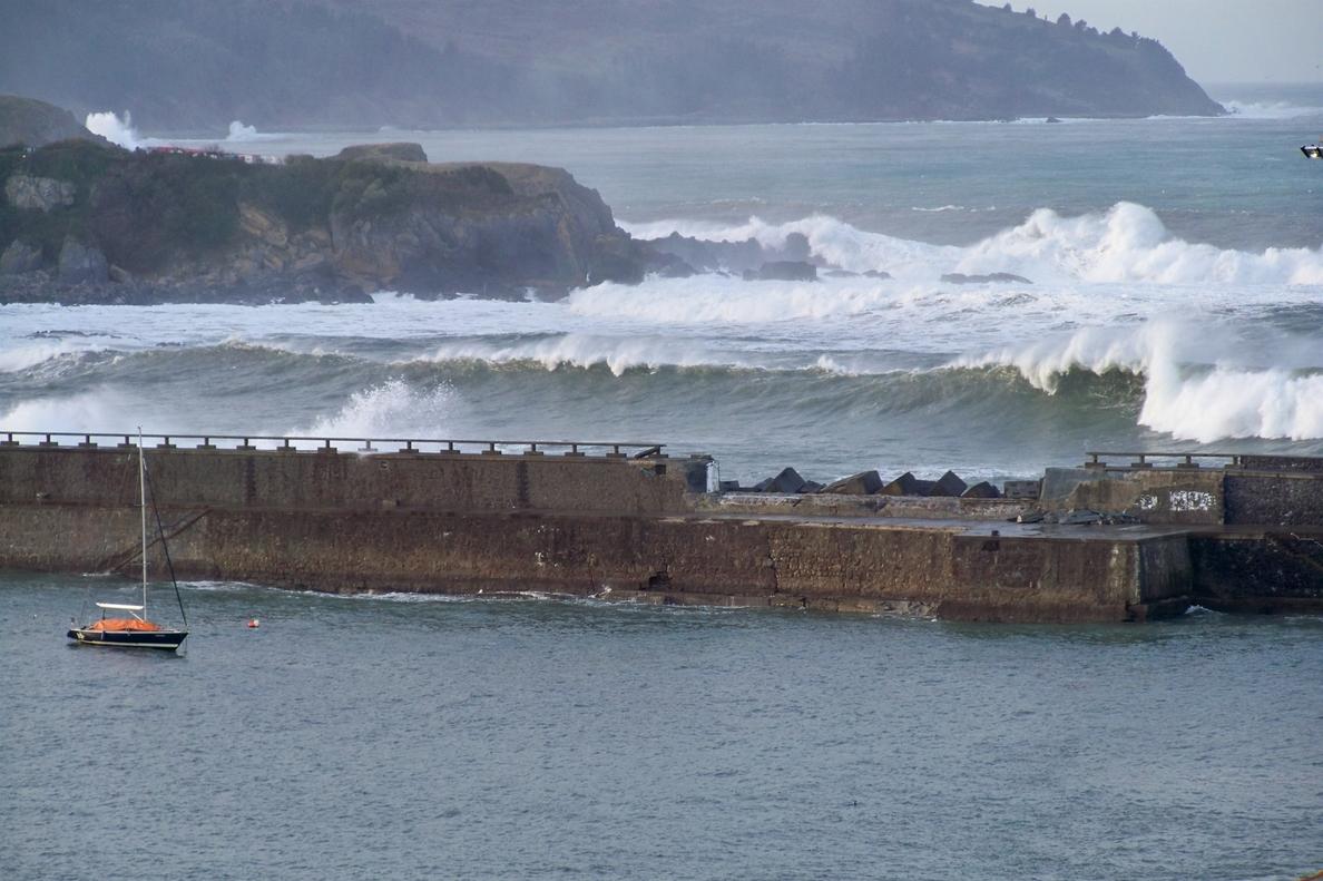 Gobierno vasco presenta el sábado el paseo sobre el contradique el Puerto de Bermeo afectado por los temporales
