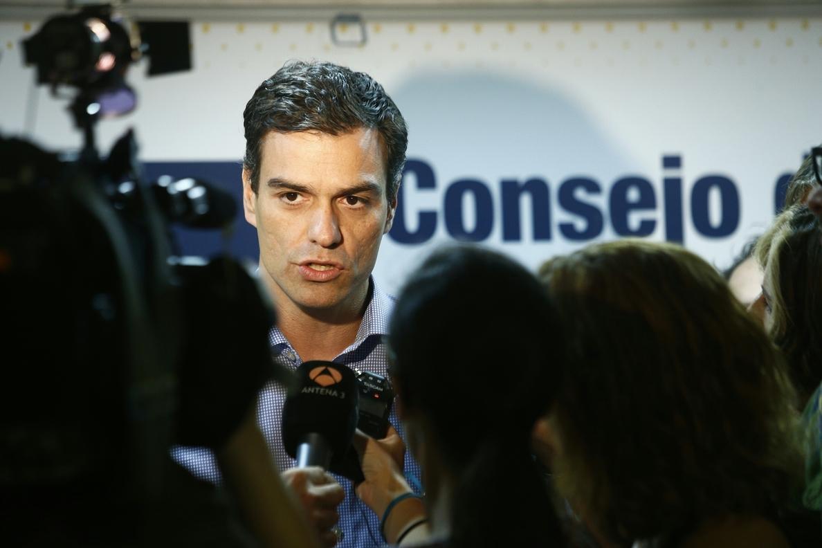 Pedro Sánchez reunirá a los »barones» del PSOE antes del 9N e impulsará después su reforma de la Constitución