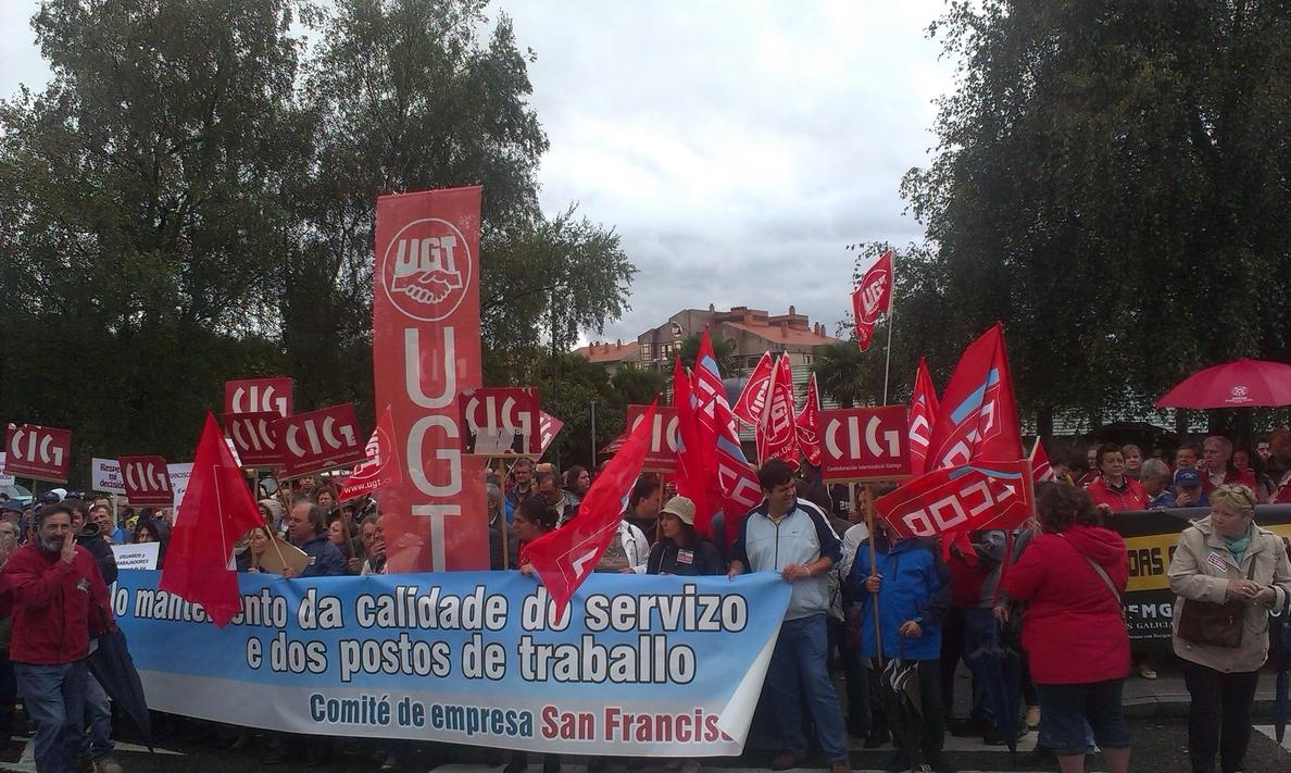 Unas 300 personas ligadas a la asociación San Francisco de discapacitados exigen en San Caetano que Feijóo «reaccione»