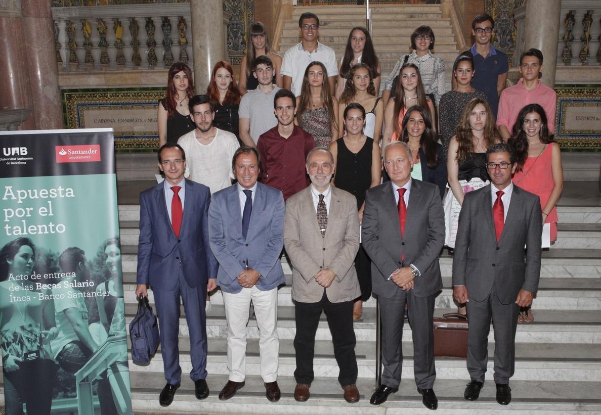 El Santander y la Autónoma de Barcelona entregan 20 becas-salario para jóvenes con talento