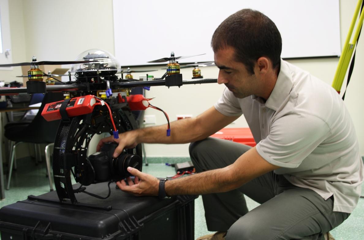 Un grupo de la UJA capta fotos de terrenos naturales y yacimientos con vehículos aéreos no tripulados
