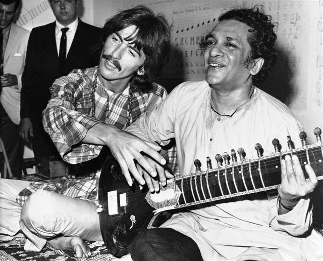 Valladolid acoge la primera exposición mundial en recuerdo de Ravi Shankar con objetos del archivo privado del músico