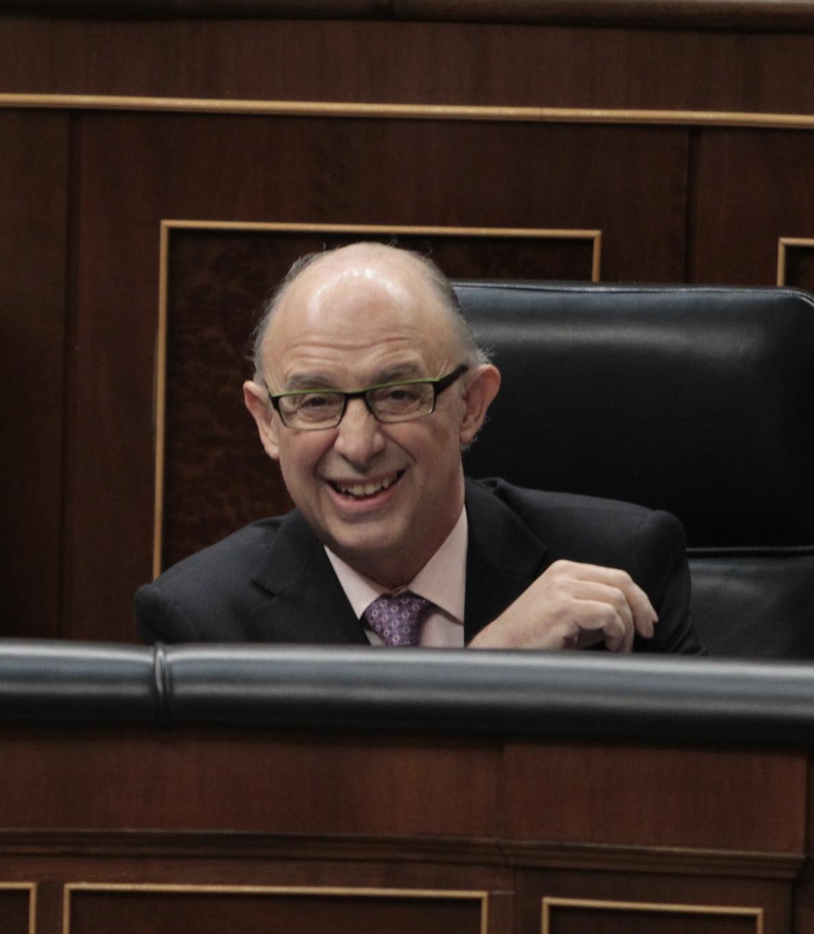 La reforma fiscal salva el primer trámite en el Congreso, con la abstención de CiU y PNV