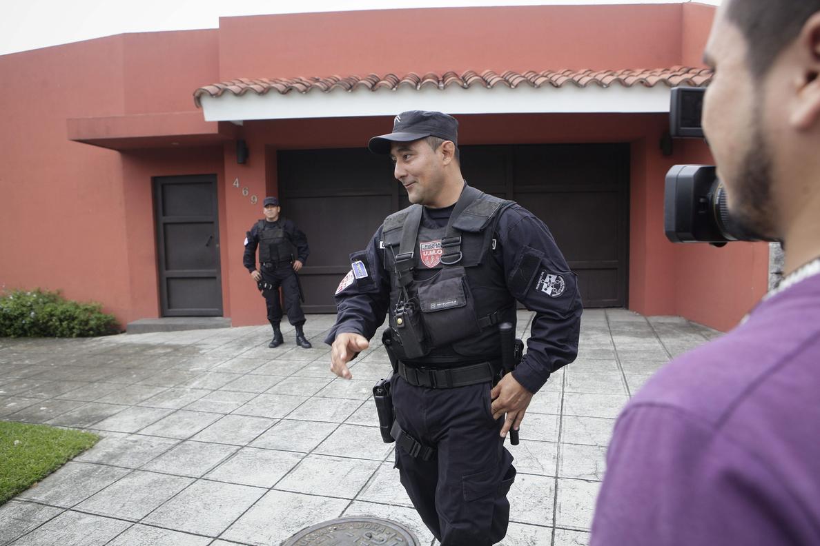 Revocan el arresto domiciliario al expresidente salvadoreño Flores