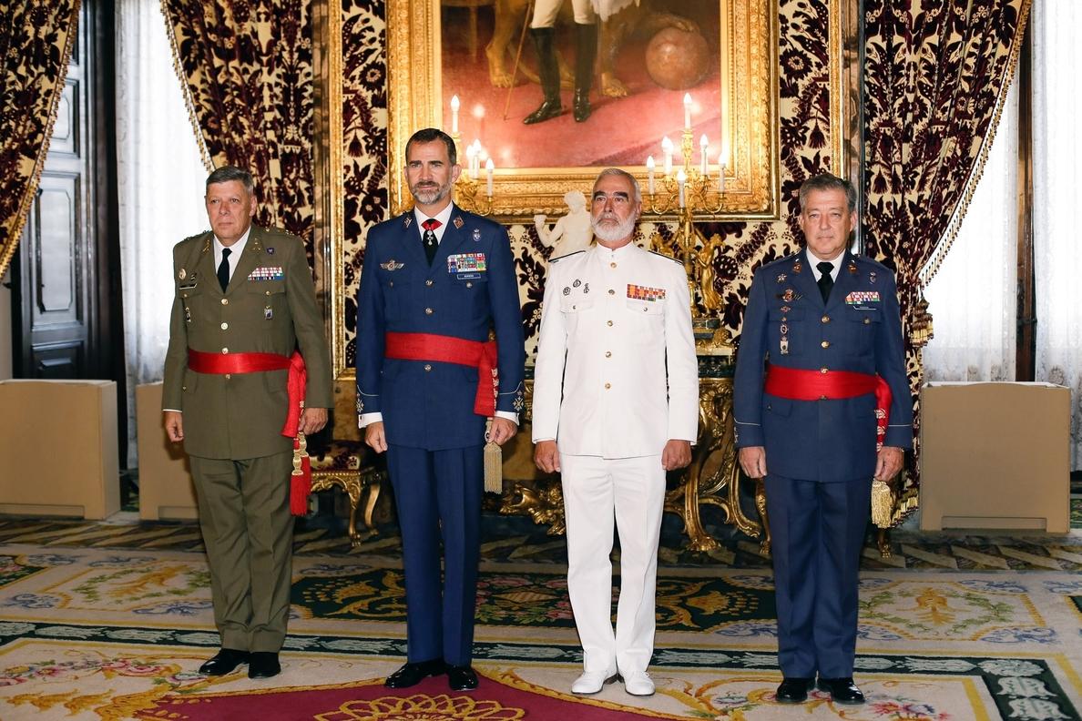 El Rey se reúne por vez primera con el estamento militar