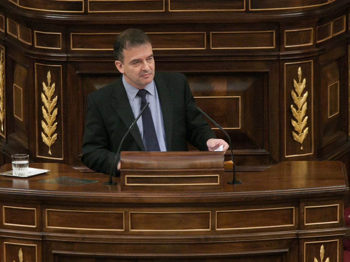 Los grupos parlamentarios, obligados a »retratarse» mañana en el Congreso sobre el recurso y la suspensión