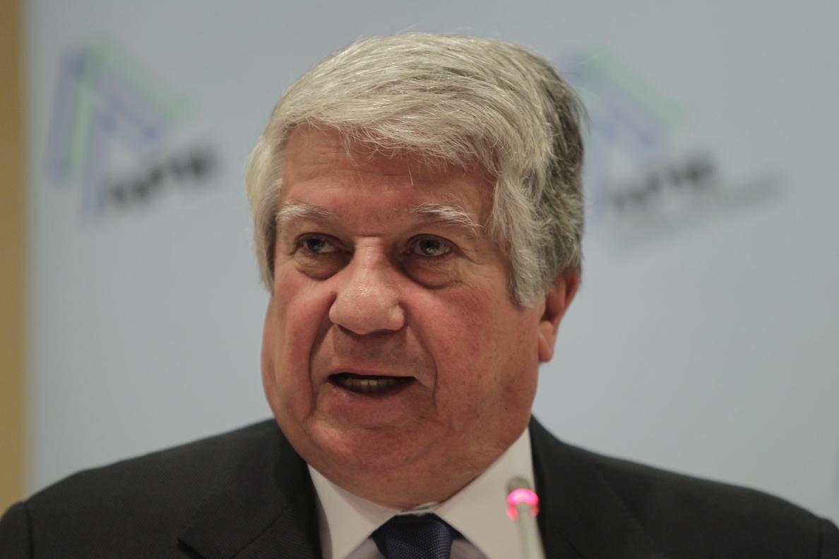 La cúpula de CEIM da respaldo mayoritario a Arturo Fernández tras el escándalo de las tarjetas de Caja Madrid