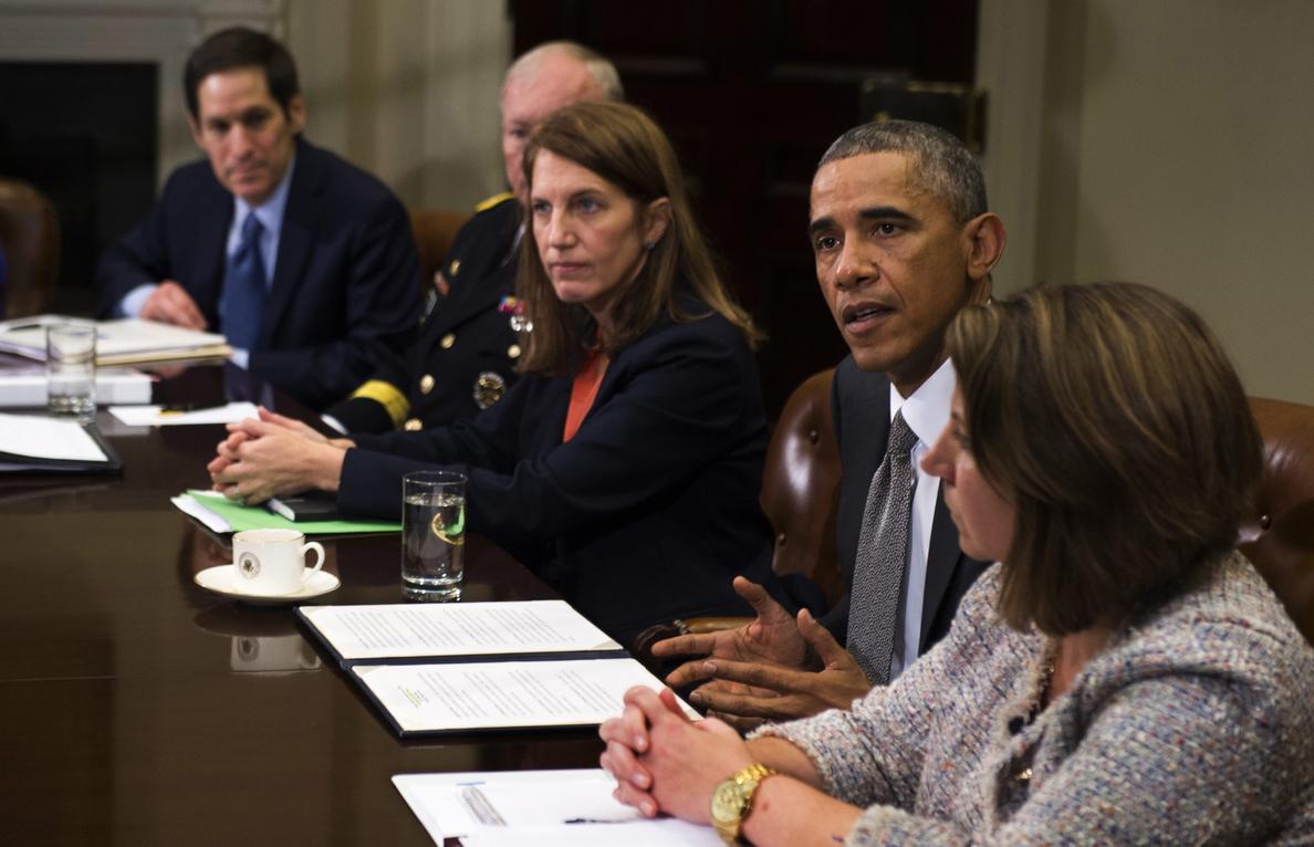 EEUU hará más controles contra ébola en aeropuertos dentro y fuera del país