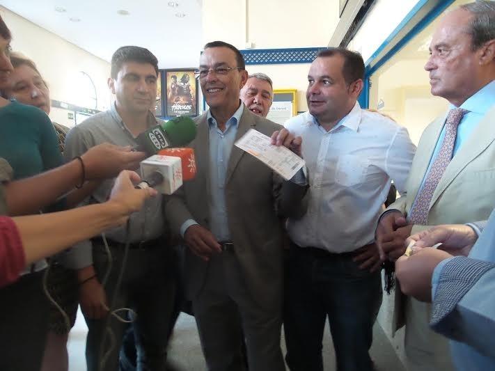 Plataforma para la Defensa del Tren compra un billete de Alvia a Rajoy para que conozca «la realidad» onubense