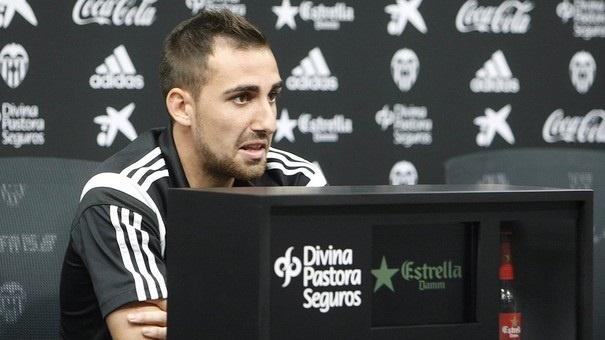 Alcácer: «No hay prisa por la renovación, el Valencia quiere y yo también»